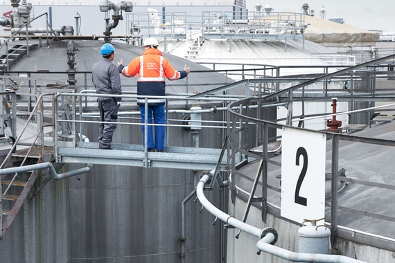 Picture of tank farm/ oil tanks in a refinery. Endress+hauser together with customer.